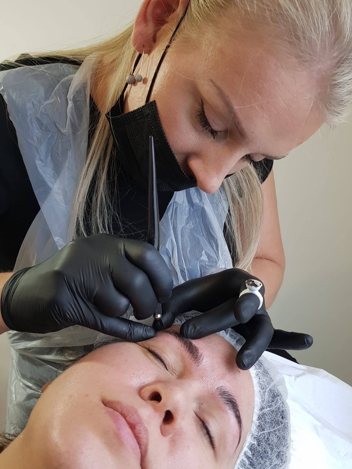 Microblading in Oxford with head therapist Monika